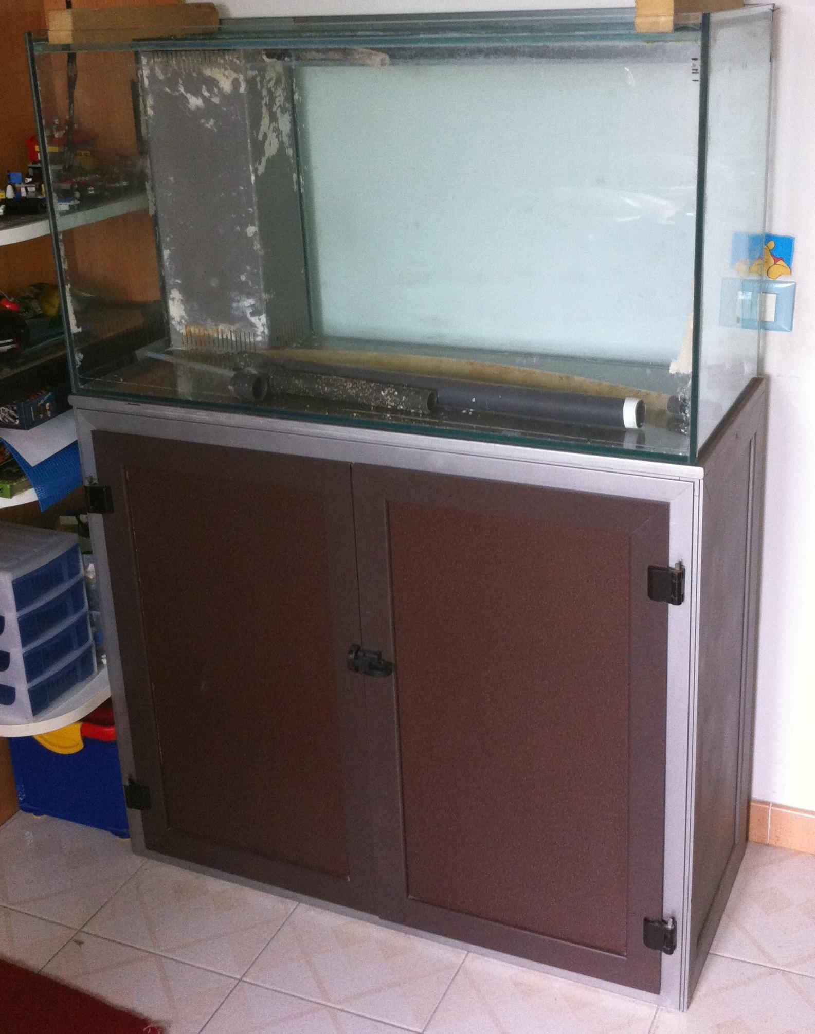 Il secondo acquario marino 200 litri poco budget e tante for Acquario per tartarughe usato